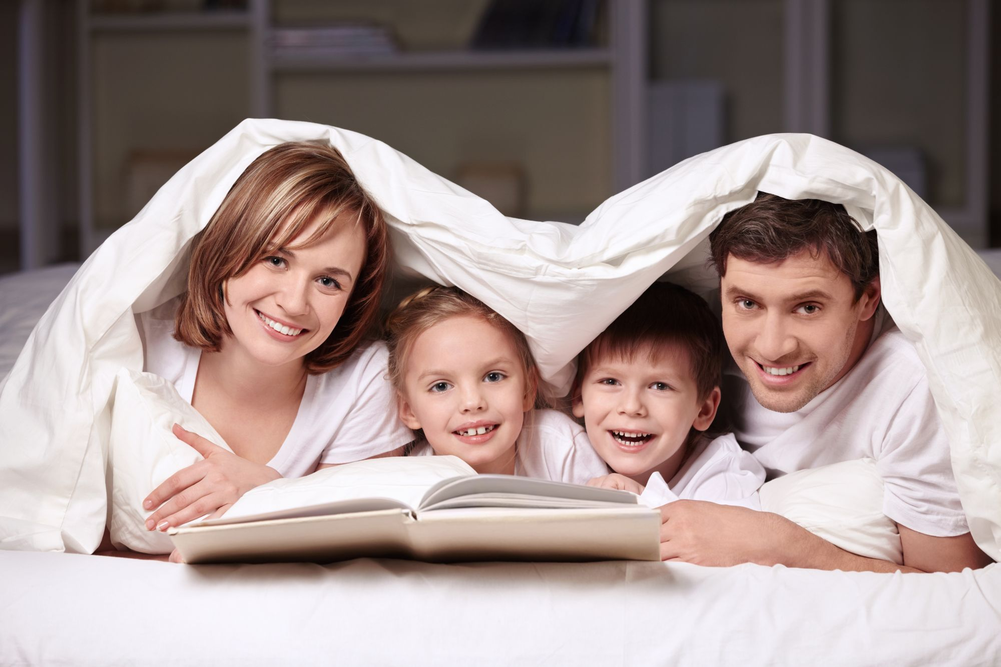 Сын спрятился под кровать мамы 12 фотография